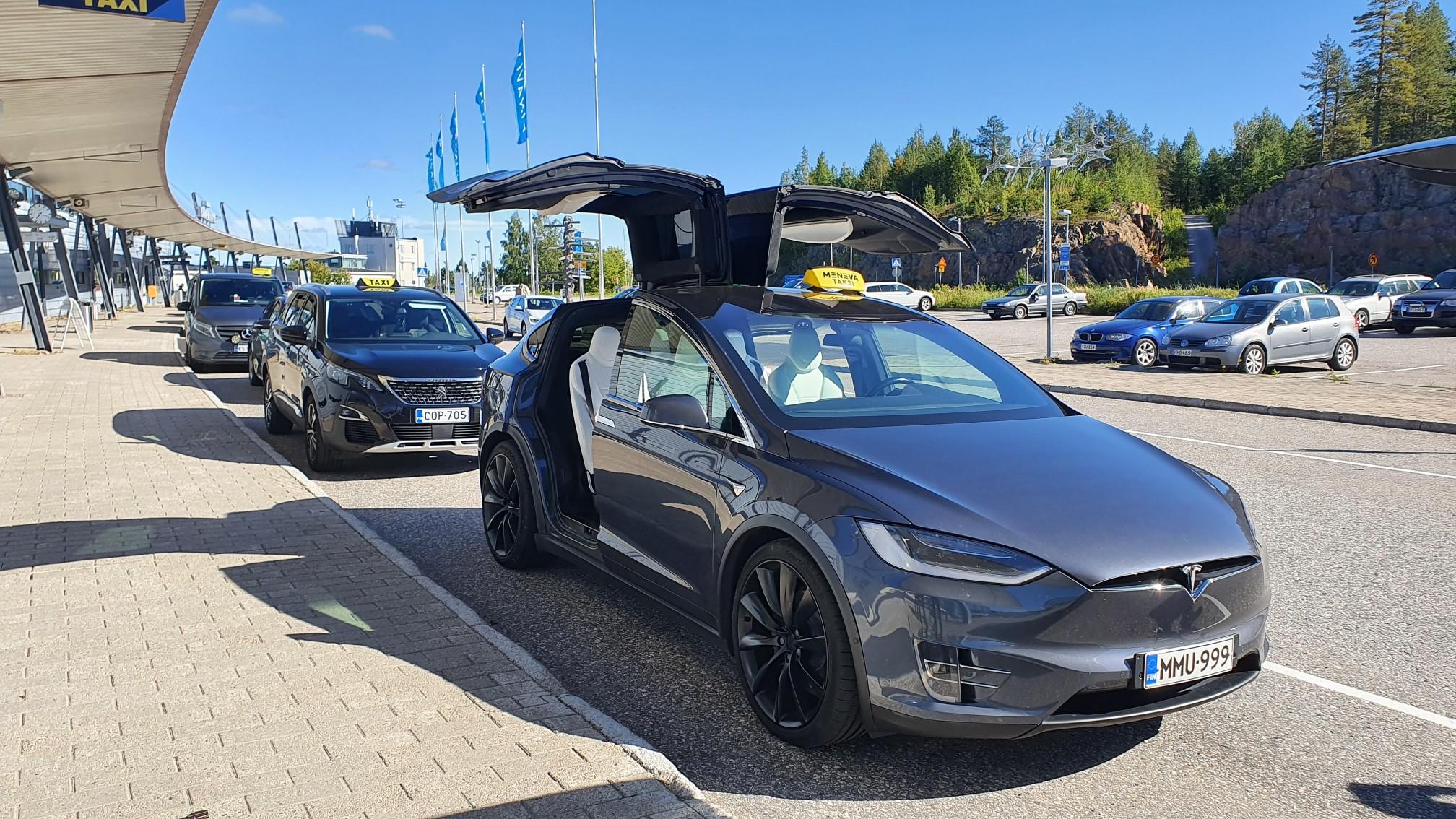 Tesla Model X Taksi Rovaniemi